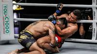 Rudy Agustian Kalah TKO dari Petarung Kamboja di ajang ONE: For Honor di Istora Senayan, Jakarta, Jumat (3/5). (ONE Championship)