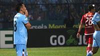 Ekspresi gelandang Persela Lamongan, Shohei Matsunaga, setelah gagal mengeksekusi penalti ke gawang Persija Jakarta. (Bola.com/Aditya Wany)
