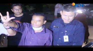 "Setelah menjalani pemeriksaan, Bupati Purbalingga, Tasdi, resmi ditetapkan KPK sebagai tersangka kasus suap. Dalam meminta suap, kode ""Bapak Mau Hari Raya"" kerap digunakan."