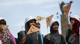 Sejumlah mahasiswa melakukan aksi damai di Bundaran Hotel Indonesia saat memperingati hari Bahasa Arab, Jakarta, Kamis (18/12/2014). ( Liputan6.com/Faizal Fanani)