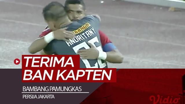 Berita video momen Bambang Pamungkas terima ban kapten dari kiper Andritany pada laga terakhir Bepe untuk Persija Jakarta di SUGBK dalam lanjutan Shopee Liga 1 2019 menghadapi Persebaya Surabaya, Selasa (17/12/2019).
