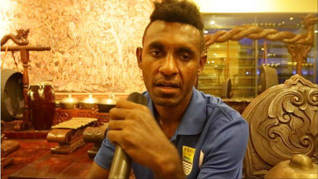 Video luapan kekecewaan Yanto Basna usai Persib gagal juara pada laga final Torabika Bhayangkara Cup 2016 melawan Arema, Minggu (3/4/2016).