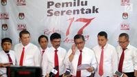 Sembilan sekjen parpol Koalisi Indonesia Kerja melengkapi sejumlah berkas, termasuk struktur tim kampanye nasional (TKN) untuk pasangan bakal capres dan cawapres, Jokowi-Ma'ruf Amin ke KPU. (liputan6.com/Johan Tallo)