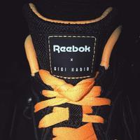 Gigi Hadid bersama Reebok merancang sebuah koleksi sneakers dengan nuansa retro (Foto: instagam/gigihadid)