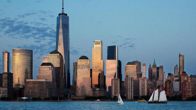Dalam foto 7 Juni 2018 ini, One World Trade Center termasuk 3 World Trade Centre dansebuah gedung perkantoran berlantai 80 di New York, Amerika Serikat. (Foto AP / Mark Lennihan)