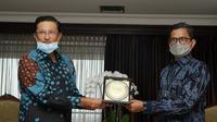 Wakil Ketua MPR Fadel Muhammad bersama Direktur Utama Bank Tabungan Negara (BTN) Pahala Mansury.