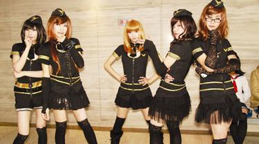Grup ini berawal dari sekelompok mahasiswa yang merupakan pecinta anime jepang dan sering mengikuti  acara cosplay.