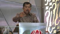 Wapres Jusuf Kalla berpidato di Bursa Efek Indonesia, Jakarta, (30/12). Indeks Harga Saham Gabungan (IHSG) pada akhir perdagangan 2015 ditutup menguat 23,65 poin atau 0,52 persen ke level 4.593,01. (Liputan6.com/Angga Yuniar)