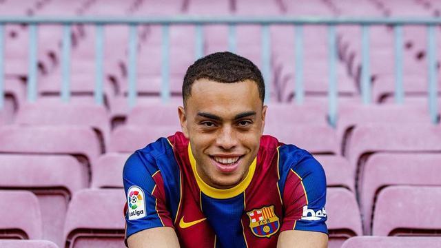 Barcelona Dapatkan Bintang Muda Ajax Sergino Dest - Bola Liputan6.com