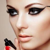 Ilustrasi sedang memakai makeup. (via: istimewa)