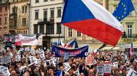 Unjuk rasa terjadi di Ceko, para demonstran menuntut Andrej Babis untuk mundur dari kursi perdana menteri.(Michal Cizek/AFP)