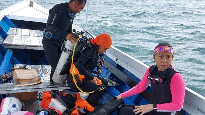 Penyelam bersiap-siap di Perairan Kutai Kartanegara