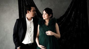 6 Potret Terbaru Maternity Shoot Angelica Simperler Bareng Suami, Romantis