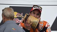 Marc Marquez dengan trofi juara yang ketiga kalinya di Austin