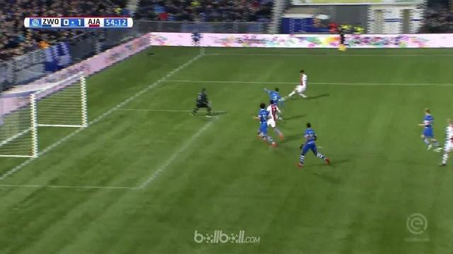 Gol ke-10 Klaas Jan Huntelaar di Eredivisie membantu Ajax menang tipis dengan skor 1-0 atas PEC Zwolle dan hanya berjarak lima poi...