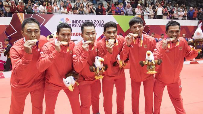 Tim bulutangkis Indonesia berhasil menyumbang medali emas pertama di Asian Paragames 2018  di Istora Senayan, Minggu (7/10/2018).  (Bola.com/Peksi Cahyo)