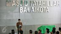 Presiden Joko Widodo memberikan sambutan pada acara peresmian Masjid Fatahillah Komplek Balai Kota, Jakarta, Jumat (29/1/2016). Masjid ini terdiri dari dua lantai dengan luas 410 meter persegi dan 594 meter persegi. (Liputan6.com/Faizal Fanani)