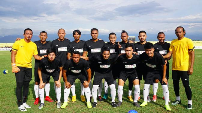 Legenda Timnas Indonesia Menghibur Warga Palu dengan Laga Amal  Indonesia Bola.com