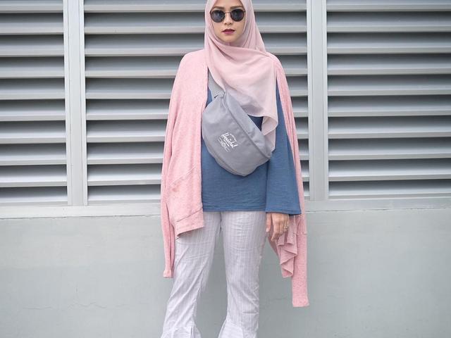 Tutorial Hijab Tampilan Modis Dengan Gaya Semi Formal Di Siang Hari Ala Zaskia Adya Mecca Fashion Fimela Com
