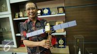 Kepala Lapan Thomas Djamaluddin usai wawancara khusus dengan Liputan6.com di Gedung LAPAN, Jakarta, Rabu (13/1/2016). (Liputan6.com/Faizal Fanani)