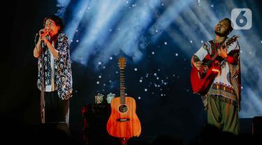 Penampilan grup band Fourtwnty dalam Festival Tamagochill di Tennis Indoor Senayan, Jakarta, Jumat (22/11/2019). Alunan musik Fourtwnty membuat suasana menjadi hangat. (Liputan6.com/Faizal Fanani)
