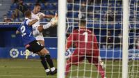 Aksi Eden Hazard pada laga pertama Real Madrid di Liga Spanyol 20202021. (Josep LAGO / AFP)