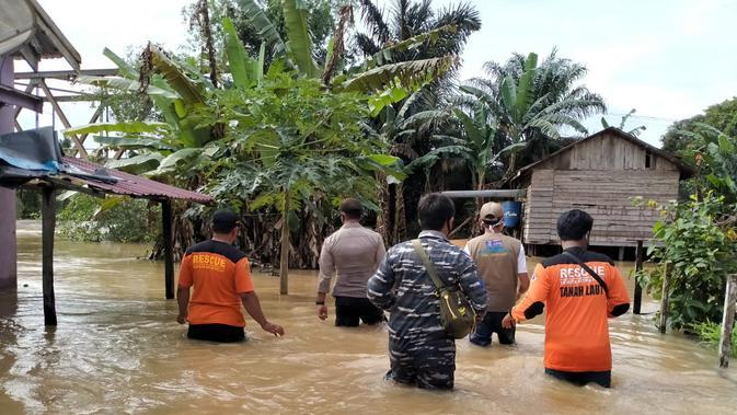ISAT Indosat Perbaiki Layanan dan Salurkan Bantuan bagi Korban Gempa di Sulbar dan Banjir di Kalsel - Tekno Liputan6.com