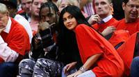 Tur yang dilakukan Travis Scott pun dikhawatirkan menjadi penghabat baginya untuk bersama Kylie Jenner saat tahun baru. (Billboard)