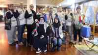 Hati mulia seorang Melly Goeslaw terketuk untuk mengunjungi para korban di Palestina. Tidak sendirian, Melly datang bersama dengan anggota Duta Kemanusiaan lainnya untuk memberikan bala bantuan. (Instagram/melly_goeslaw)