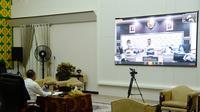 Gubernur Edy melakukan teleconference di Rumah Dinas Gubernur Sumut, Jalan Sudirman, Kota Medan