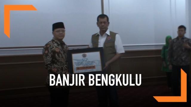 Badan Nasional Penanggulangan Bencana memberikan bantuan uang sebesar 2,25 Miliar kepada pemerintah daerah Bengkulu untuk menangani dampak bencana banjir dan longsor.