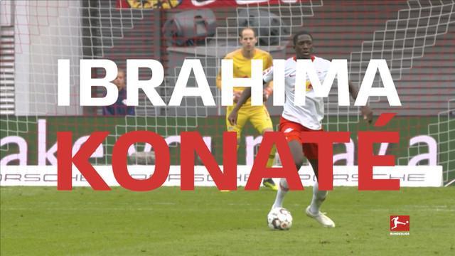 Berita video aksi-aksi menawan dari bek anyar Liverpool, Ibrahima Konate, saat masih bermain di Bundesliga.