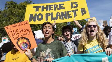 Puluhan ribu pelajar di seluruh Selandia Baru berunjuk rasa menuntut tindakan segera terhadap perubahan iklim. (AP)