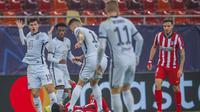 Thomas Lemar dari Atletico Madrid berebut bola dengan Mateo Kovacic dari Chelsea pada laga Liga Champions, babak 16 besar leg pertama di stadion National Arena di Bucharest, Rumania, Selasa, 23 Februari 2021. (AP Foto / Vadim Ghirda)