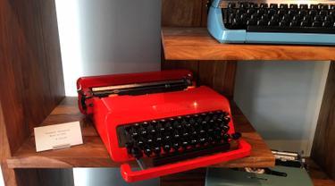 Penampakan mesin ketik vintage yang dijual di Gramercy Typewriter Co di New York, Amerika Serikat, 28 Juni 2019. Bisnis mesin ketik saat ini kembali booming. (Katherine Roth via AP)