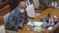 Menteri Koperasi dan UKM Teten Masduki mengikuti rapat kerja dengan Komisi VI DPR di Kompleks Parlemen, Jakarta, Kamis (1/4/2021). Rapat terkait evaluasi pelaksanaan Bantuan Produktif Usaha Mikro (BPUM) sebagai tindak lanjut kunjungan spesifik Komisi VI DPR di Jawa Tengah (Liputan6.com/Angga Yuniar)