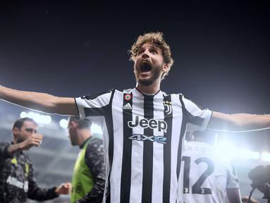 Juventus sukses curi kemenangan dari markas Torino pada laga lanjutan Liga Italia 2021/2022 yang bertajuk Derby Della Mole. Manuel Locatelli keluar sebagai pahlawan Bianconeri pada pertandingan tersebut. (AFP/Marco Bertorello)