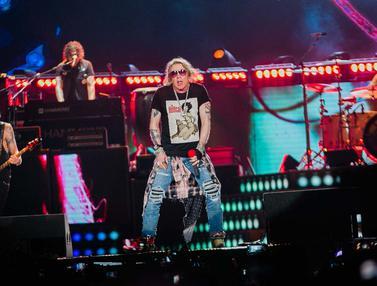 លទ្ធផលរូបភាពសម្រាប់ Stadion GBK Dibuat Hitam oleh Penggemar Guns N' Roses