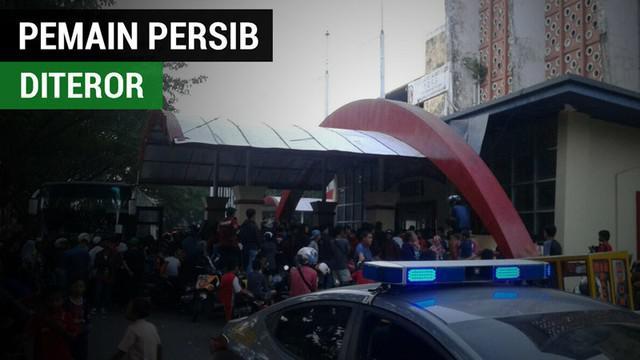 Berita video para pemain Persib Bandung dapat teror di Makassar jelang laga melawan PSM dalam lanjutan Liga 1 2017.