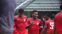 Ramdani Lestaluhu (tengah) dalam latihan perdana Persija Jakarta menyambut Piala Menpora. (Media Persija).