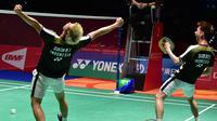 Ganda putra Indonesia, Kevin Sanjaya / Marcus Gideon, merayakan kemenangan atas Li Junhui / Liu Yuchen pada final Jepang Terbuka di Tokyo, Minggu (16/9/2018). Kevin Sanjaya / Marcus Gideon berhasil menjadi juara. (AFP/Kazuhiro Nogi)