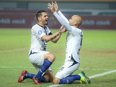 PSIS Semarang menang tipis 3-2 atas Persebaya Surabaya dalam laga pekan ke-6 BRI Liga 1 2021/2022 di Stadion Wibawa Mukti, Cikarang, Minggu (3/10/2021). Hasil ini mengantarkan PSIS ke peringkat kedua klasemen sementara di bawah Bhayangkara FC dengan raihan 12 poin. (Bola.com/Bagaskara Lazuardi)