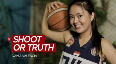Berita video pebasket cantik yang juga artis, Vania Valencia, ditantang Bola.com untuk bermain Shoot or Truth. Seperti apa permainan itu? Seberapa hebat Vania menjawab tantangan itu?