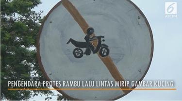 Aksi protes pengendara motor yang menilai rambu larangan sepeda motor mirip gambar kucing.