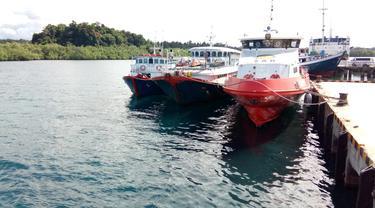 Kapal bersandar di Pelabuhan Tua Peijat Kabupaten Kepulauan Mentawai