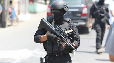 20150813-penggeledahan-solo-teroris