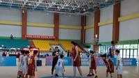 Pebasket 14 tahun asal Shandong, China yang bikin heboh karena memiliki tinggi 2,26 meter (Dok.YouTube/ OMG)