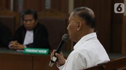 Mantan anggota DPR Markus Nari menjalani sidang putusan terkait proyek e-KTP di Pengadilan Tipikor, Jakarta, Senin (11/11/2019). Majelis Hakim memerintahkan Markus Nari untuk membayar uang pengganti senilai USD 400 ribu. (Liputan6.com/Herman Zakharia)