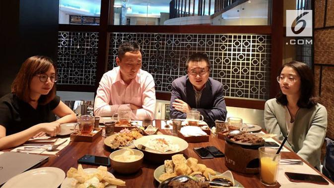 (kedua dari kanan) Country Head, Huawei Device Indonesia, Fisher Jiang, di Jakarta, Jumat (25/1/2019). Liputan6.com/ Yuslianson
