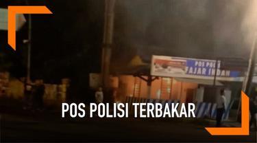 Kebakaran melanda pos polisi di Solo Jawa Tengah Jumat (24/5) dini hari. Belum diketahui apa yang menjadi pemicu kebakaran.